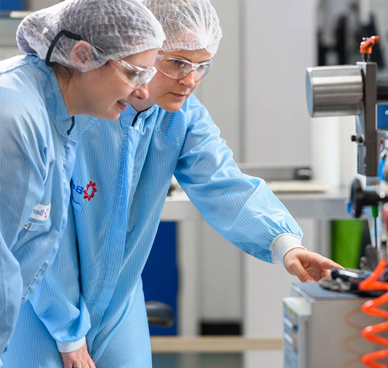 Two Bemis Healthcare Packaging Europe employees, experts in sterile packaging